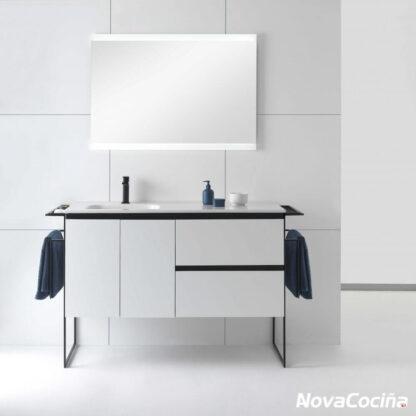 Modulo de lavabo en tono blanco con espejo y grifo negro