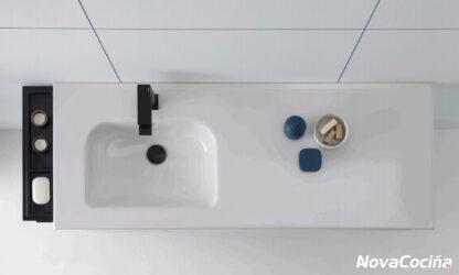 vista en picado de lavabo y encimera, todo unido en una pieza
