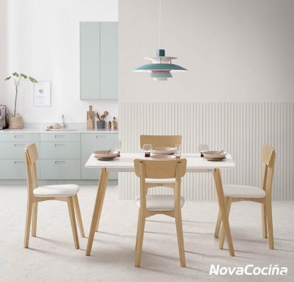 magen de una cocina de estilo nórdico con la mesa en el centro capri 1