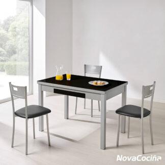 mesa extensible de cristal ALBA de color negro con 3 silla