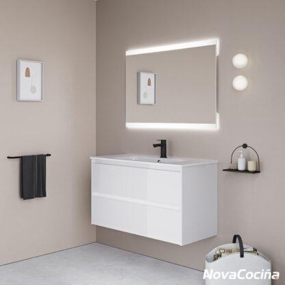 mueble de baño blanco con grifo negro y espejo retroiluminado