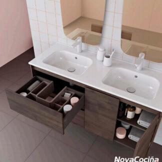 Mueble de baño en tonos madera con piletas dobles