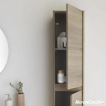 Columna auxiliar de baño tono madera