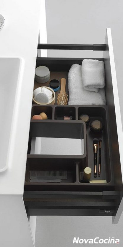 detalle de cajón abierto con separadores