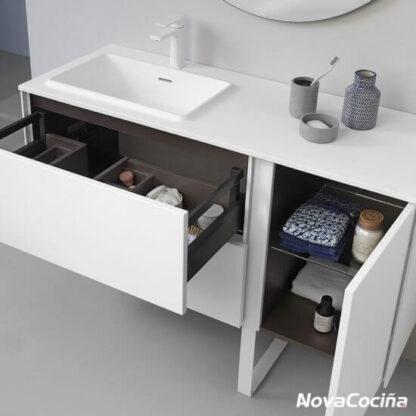 lavabo minimalista con cajón abierto y puerta abierta
