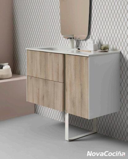 mueble de baño con espejo en tonos blancos y color madera
