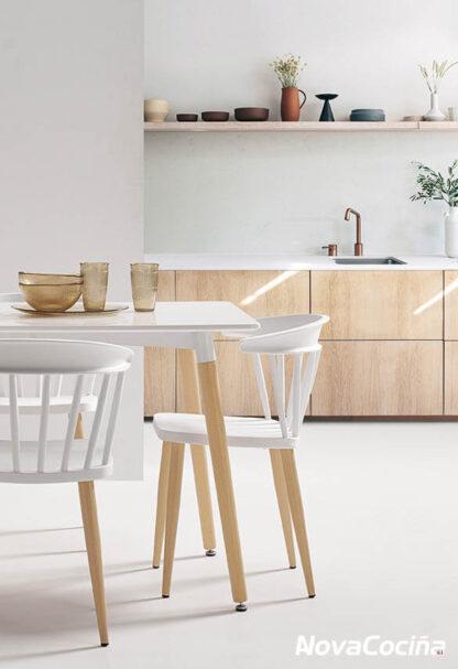 Silla n6 Pisa D colores blanco y madera de A Nova Cociñas